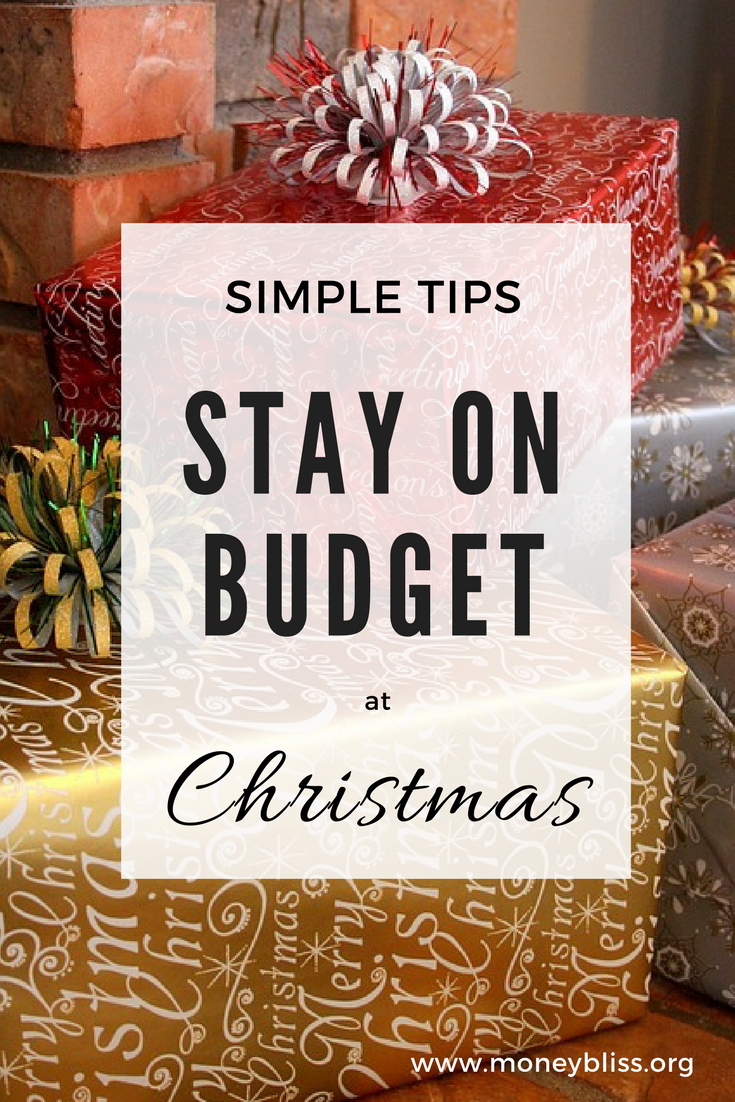 Simple Tips to Stay on Budget at Christmas. Holiday spending. Save money.