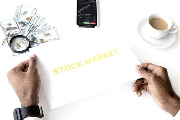 Picture of someone wondering is it possible to make a living trading stocks.